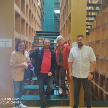 Το νέο κτίριο της Κοβενταρείου Δημοτικής Βιβλιοθήκης Κοζάνης επισκέφτηκε χθες η σκηνοθέτιδα Νανά Νικολάου