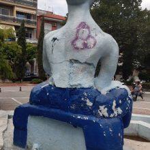 "kozan.gr: Εξέφρασαν, γι' ακόμη μια φορά, τις ""καλλιτεχνικές"" τους ευαισθησίες πάνω στο συντριβάνι στην κεντρική πλατεία Πτολεμαίδας (Φωτογραφίες)"