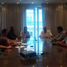 Ο κ. Κουκουλόπουλος ενημέρωσε τη διοίκηση και τα μέλη του Δ.Σ. του Επιμελητηρίου για την πρότασή του, με καθολική εφαρμογή του «Εξοικονομώ» σε 80.000 κτίρια της Περιφέρειας, καθιστώντας όλους τους κατοίκους της αυτοπαραγωγούς