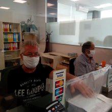 kozan.gr: Η σημερινή εικόνα στα γραφεία της ΔΕΥΑ Κοζάνης – Οι εργαζόμενοι φορούσαν μάσκα όπως προβλέπεται, για τους κλειστούς χώρους (Φωτογραφίες)