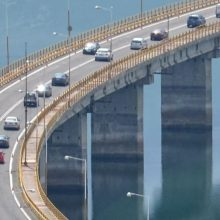 Σχόλιο αναγνώστη στο kozan.gr: Κάποιοι ανυπόμονοι ή απρόσεκτοι αγνοούν τα φανάρια στην Υψηλή Γέφυρα των Σερβίων (Φωτογραφίες)