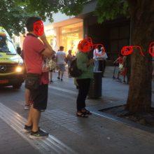 kozan.gr: Ώρα 20:05: Ασθενοφόρο στον κεντρικό πεζόδρομο της Κοζάνης για να παραλάβει νεαρό κορίτσι που ζαλίστηκε – Μεταφέρθηκε στο Μαμάτσειο νοσοκομείο Κοζάνης (Φωτογραφίες)