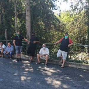 kozan.gr: Η κεντρική λαϊκή αγορά της Κοζάνης δεν διεξήχθη, σήμερα Σάββατο, ωστόσο οι παραγωγοί είχαν συνάντηση με τον Αντιδήμαρχο Ανάπτυξης του Δήμου Κοζάνης Κ. Κυριακίδη ώστε να συζητήσουν και να ανταλλάξουν απόψεις για την ορθότερη τήρηση των μέτρων για τον κορωνοϊό, προκειμένου να μην επαναληφθεί ποτέ στο μέλλον αναστολή της λαϊκής αγοράς (Φωτογραφίες & Βίντεο)