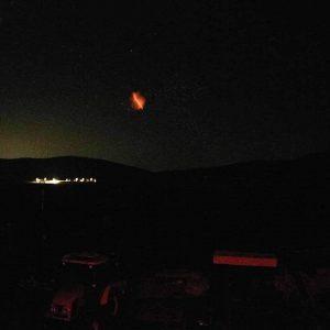 "kozan.gr: Μετά την Ακρινή και νέα περίεργη φωτεινή λάμψη στον ουρανό ""έπιασε"", ξημερώματα Πέμπτης, γύρω στις 2 το πρωί, η κάμερα της εταιρείας Herbs and Oils στην Ξηρολίμνη, του δικτύου καμερών τοπίου του stravon.gr (Φωτογραφία)"