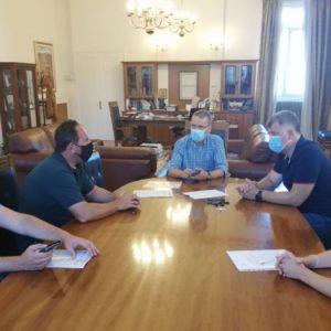 Δήμος Κοζάνης: Αποκαθίσταται ο δρόμος Χρωμίου – Ποντινής που είχε καταστραφεί από τις πλημμύρες του 2016-Υπεγράφη η σύμβαση του έργου (Βίντεο)