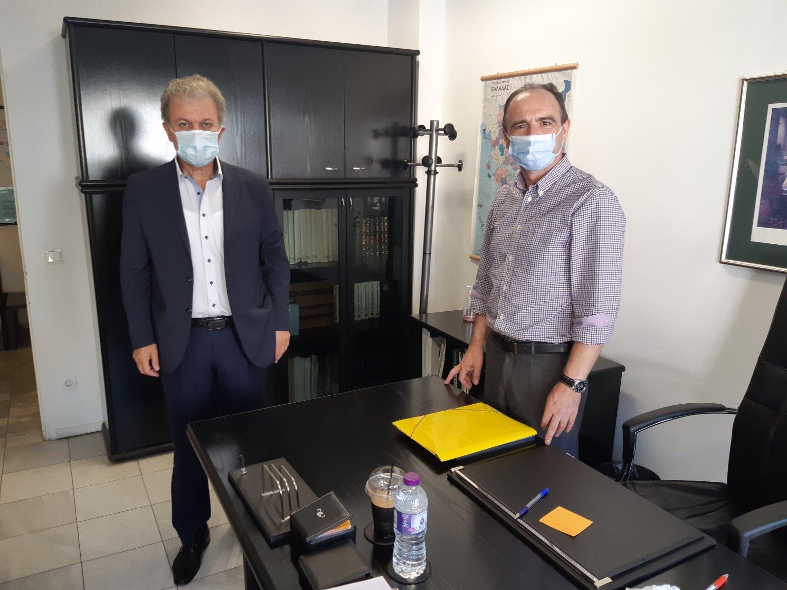 Στο πλαίσιο έναρξης της νέας σχολικής χρονιάς ο Βουλευτής Ν. Κοζάνης Γιώργος Αμανατίδης επισκέφθηκε σήμερα τους νέους Δ/ντες Α/θμιας & Β/θμιας Εκπαίδευσης