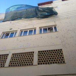 kozan.gr: Πτώση σοβάδων, από την πίσω πλευρά του κτηρίου της Λέσχης Αξιωματικών Φρουράς Κοζάνης, στην οδό Ιπποκράτους, καταγγέλλουν περαστικοί αλλά κι οι επαγγελματίες οδηγοί ταξί (Bίντεο)