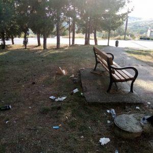 "Eπιστολή αναγνώστριας του kozan.gr: ""Παρακαλώ την καθαριότητα του Δήμου Κοζάνης να μεριμνήσει έστω για τον καθαρισμό του Άλσους στον Ξενία κι ως την εκκλησία"" (Φωτογραφίες)"