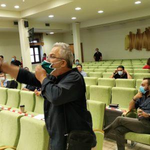 kozan.gr: Φωνές κι έντονες διαμαρτυρίες από τους κατοίκους του Μαυροδενδρίου γιατί επιθυμούν να παρακολουθήσουν τη συνεδρίαση του Δημοτικού Συμβουλίου, που αφορά την εκμίσθωση δημοτικής έκτασης στο χωριό τους για την κατασκευή φωτοβολταϊκού, ωστόσο η συνεδρίαση διεξάγεται, λόγω covid19, κεκλεισμένων των θυρών και τους ζητήθηκε να μείνουν εκτός αίθουσας – Δείτε τι συνέβη (Βίντεο)