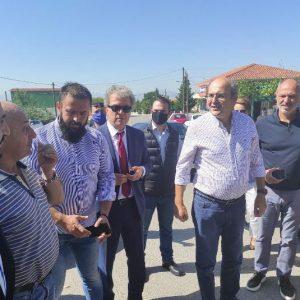 kozan.gr: Ώρα 11:40 π.μ.: Έφτασε πριν από λίγο στην Ακρινή ο Υπουργός Περιβάλλοντος & Ενέργειας Κ. Χατζηδάκης – Η γκλίτσα που έκανε δώρο στον Κωστή Χατζηδάκη ο Κυριάκος Τσανακτσίδης (Φωτογραφίες & Βίντεο)