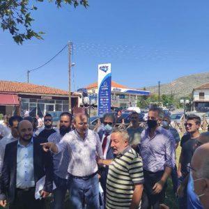 """kozan.gr: H """"βόλτα"""" του Κ. Χατζηδάκη στα καφενεία της Ακρινής κι η συζήτηση με τους κατοίκους για το θέμα της μετεγκατάστασης – """"Υπουργέ είναι στο χέρι σας, δεν είναι θέμα ΔΕΗ. Αν θέλετε εσείς κι αύριο μπορείτε να το κάνετε. Μη μας κοροϊδεύετε"""", είπαν οι κάτοικοι στον Υπουργό (Βίντεο)"""