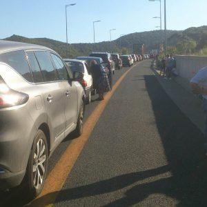 """kozan.gr: Μεγάλη """"ουρά"""" οχημάτων στην Εγνατία οδό, στα πρώτα δύο τούνελ, από Βέροια προς Κοζάνη  – Επικαθήμενο φορτηγό, με ξένες πινακίδες, τυλίχθηκε στις φλόγες  (Βίντεο & Φωτογραφίες)"""