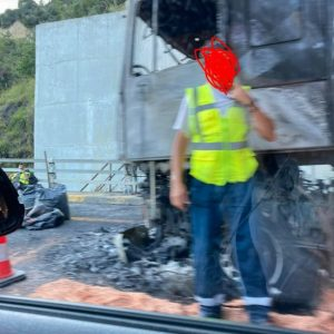 kozan.gr: Εγνατία Οδός: Αυτό είναι το φορτηγό που τυλίχθηκε στις φλόγες, στη  «σήραγγα Νο2», στο τμήμα μεταξύ κόμβου Βεροίας και διοδίων Πολυμύλου, στο ρεύμα για Κοζάνη (Bίντεο & Φωτογραφίες)