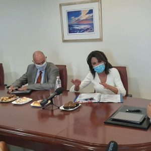 kozan.gr: Έφτασε στην Κοζάνη και συναντήθηκε με τον Περιφερειάρχη Δ. Μακεδονίας Γ. Κασαπίδη η πρόεδρος της Επιτροπής «Ελλάδα 2021» Γιάννα Αγγελοπούλου – Δασκαλάκη – Εξέφρασε τον ενθουσιασμό της για το Master Plan, με τον Περιφερειάρχη να προσπαθεί να της εξηγήσει πως δεν είναι έτσι ακριβώς τα πράγματα (Βίντεο & Φωτογραφίες)