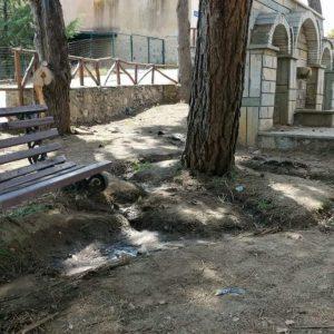 """Νέα κριτική του Δημήτρη Κοσμίδη κατά της Δημοτικής Αρχής του Δήμου Βοιου: """"Είσοδος Σιάτιστας, πάρκο Γεράνειας Άγιος Νικάνορας. Έτσι οραματίζονται την είσοδο, αυτό μπορούν να κάνουν""""(Φωτογραφίες)"""