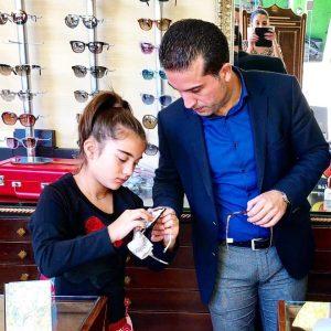 Επίκαιρες και χρήσιμες είναι μερικές συμβουλές για τους μικρούς μας φίλους που φορούν ή πρόκειται να φορέσουν γυαλιά. (Γράφει ο Χάρης Κάτανας)