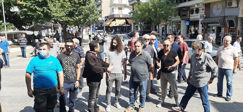 kozan.gr: Ώρα 12:05μ.μ.: Παράσταση διαμαρτυρίας, αυτή την ώρα, έξω από το Δημαρχείο Κοζάνης, από κάτοικους του Μαυροδενδρίου, για το γνωστό θέμα της εκμίσθωσης εκτάσεων στο χωριό για τη δημιουργία φωτοβολταϊκού πάρκου από ιδιωτική εταιρεία (Βίντεο & Φωτογραφίες)
