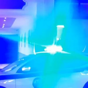 kozan.gr: Πτολεμαΐδα: Επιχείρηση της αστυνομίας επί της οδού Παυλίδη Αδαμοπούλου –  Διαζευγμένος πατέρας «ταμπουρώθηκε» στο εσωτερικό της οικίας του αρνούμενος να δώσει το παιδί στη μητέρα του – Συνελήφθη πριν από λίγο (Βίντεο με τα σημαντικότερα στιγμιότυπα που διαδραματίστηκαν εντός των δύο ωρών)