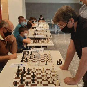 kozan.gr: Κοζάνη: Έπαιξε σκάκι αντιμετωπίζοντας, ταυτόχρονα, 24 αντιπάλους (Βίντεο & Φωτογραφίες)