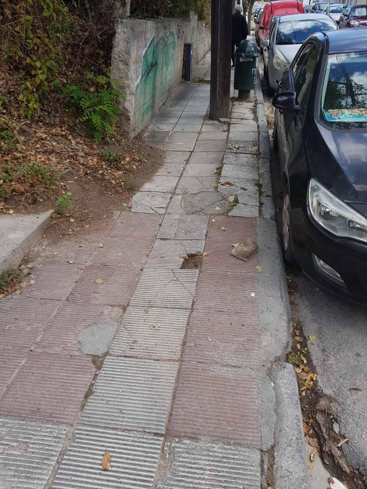 Σχόλιο αναγνώστη στο kozan.gr: Κοζάνη: Τι θα γίνει με τα σπασμένα πλακάκια των πεζοδρομίων; (Φωτογραφίες)