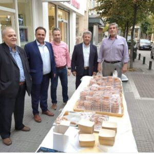 Τελευταία ημέρα του Εννιαημέρου προσφορών στα καταστήματα της πόλης και ο Εμπορικός Σύλλογος Κοζάνης προσέφερε τον παραδοσιακό χαλβά (Βίντεο)