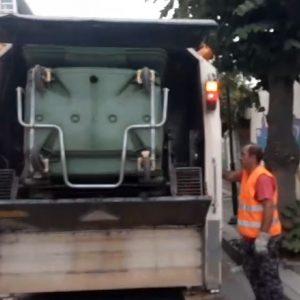 kozan.gr: Πλύσεις και απολύμανση των κάδων απορριμμάτων στην πόλη της Πτολεμαΐδας, καθώς και στις Κοινότητες του Δήμου Εορδαίας πραγματοποιούνται, στο πλαίσιο του θεσμού της βδομάδας της γειτονιάς (Βίντεο)