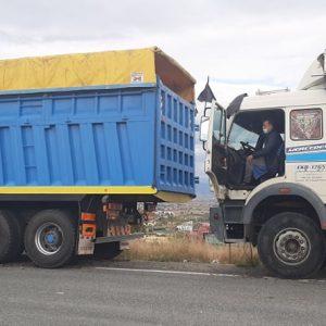 kozan.gr: Η στιγμή της αποχώρησης, από την ΖΕΠ, μετά από 18 μέρες, των ιδιοκτήτων φορτηγών ΔΧ – Δηλώνουν ικανοποιημένοι  (Βίντεο & Φωτογραφίες)