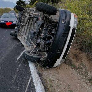 kozan.gr: Φωτογραφίες από το θανατηφόρο τροχαίο με φορτηγάκι, σε περιοχή μεταξύ Βαθυλάκκου – Αμυγδαλιάς (μετά τη διασταύρωση για το στρατόπεδο) – Nεκρός 68χρονος