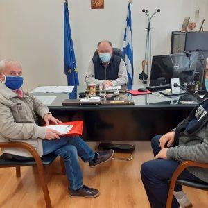 """Συνάντηση του ΔΣ του παραρτήματος Πτολεμαΐδας του Πανελλήνιου Συλλόγου Αλληλεγγύης Συνταξιούχων ΔΕΗ, ΠΑΣΑΣ-ΔΕΗ με  τον διοικητή του Γ.Ν. Πτολεμαΐδας """"Μποδοσάκειο"""" Σ. Παπασωτηρίου"""