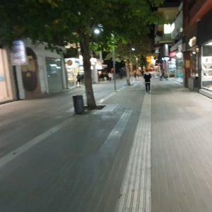 kozan.gr: Σάββατο βράδυ ώρα 22:35 π.μ.: Αυτή ήταν η εικόνα του κεντρικού πεζόδρομου και της κεντρικής πλατείας της Κοζάνης – Ελάχιστα άτομα νεαρής ηλικίας και μόνο (Βίντεο)