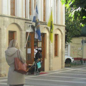 kozan.gr: Ώρα 10.10π.μ. : Η εικόνα, μέσα και έξω. από τον  Ιερό Μητροπολιτικό Ναό Αγίου Νικολάου Κοζάνης (Βίντεο)