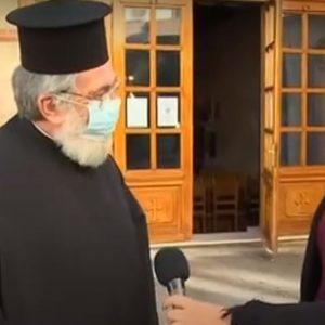 "kozan.gr: Πώς δικαιολόγησε το μεγαλύτερο αριθμό πιστών, άνω των 9 ατόμων, στο εσωτερικό του ναού, ο ιερέας του Ι.Μ.Ν. Αγ. Νικολάου Κοζάνης, Χρήστος Δαλαγεώργος: ""Δεν έχει έρθει συγκεκριμένα καμία τέτοια εντολή να λέει για 9 άτομα. Λέει ότι η Κοζάνη μπήκε δυστυχώς σε καραντίνα, που σημαίνει να είναι λίγα τα άτομα, μεγάλες οι αποστάσεις μεταξύ τους και πάνω απ΄όλα να φορούν τη μάσκα""  (Βίντεο από τη ζωντανή σύνδεση του ΣΚΑΙ)"