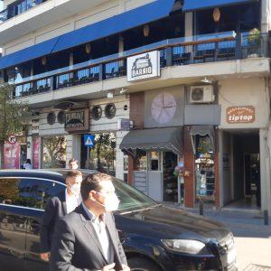 kozan.gr: Ώρα 10:50 π.μ.: Έφτασε στο Δημαρχείο Κοζάνης, πριν από λίγο, ο πρώην Πρωθυπουργός Α. Τσίπρας – Θα έχει συνάντηση με τους Δημάρχους της Π.Ε. Κοζάνης (Βίντεο & Φωτογραφίες)