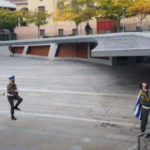 kozan.gr: Κοζάνη: Ώρα 08:00 π.μ.:  H τελετή έπαρσης της σημαίας, στην κεντρική πλατεία, για τον εορτασμό της 28ης Οκτωβρίου (Βίντεο)