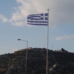 kozan.gr: Αντικαταστάθηκε η φθαρμένη ελληνική σημαία στην Υψηλή Γέφυρα των Σερβίων (Φωτογραφία)