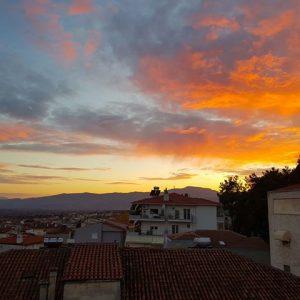 Χθεσινές φωτογραφίες, που μας έστειλε αναγνώστης του kozan.gr, με τον εντυπωσιακό ουρανό πάνω από την Κοζάνη