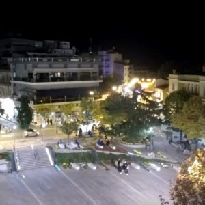 kozan.gr: 22:02: H εικόνα από την κεντρική πλατεία της Κοζάνης αυτή την ώρα