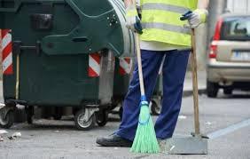 """Σχόλιο αναγνώστη στο kozan.gr: """"Εθελοντές εδώ και 1 μήνα καθαρίσανε το Ξενία και η υπηρεσία καθαριότητας του Δήμου σφυρίζει αδιάφορα για τον καθαρισμό του δρόμου"""""""
