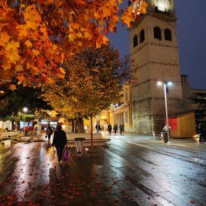 kozan.gr: Η πανέμορφη, σημερινή, φθινοπωρινή, φωτογραφία από την κεντρική πλατεία Κοζάνης