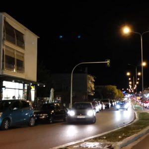 "kozan.gr: Κοζάνη: Ώρα 18:30: ""Ουρές"" αυτοκινήτων, λίγο πριν το γενικό lock down, και στα δύο ρεύματα κυκλοφορίας στην οδό Κ. Καραμανλή  (Βίντεο)"