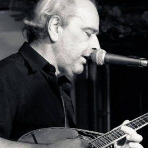 Μιχάλης Χανιώτης: «Ναι, έχω επηρεαστεί από την παραδοσιακή μουσική, γιατί γεννήθηκα σε ένα χωριό της Κοζάνης, στα σύνορα με τα Γρεβενά»