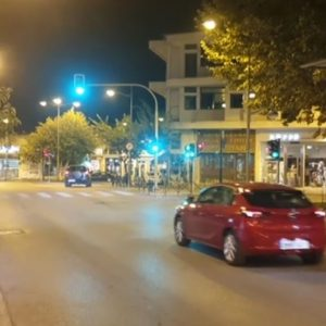 kozan.gr: Ώρα 20.45-21.05: Εικόνες από το κέντρο της Κοζάνης  λίγο πριν και λίγο μετά τα νέα μέτρα για την απαγόρευση κυκλοφορίας  το χρονικό διάστημα από από τις 9μ.μ. μέχρι τις 5π.μ. (Βίντεο)