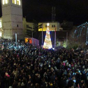 kozan.gr: Στις 5 Δεκεμβρίου, χωρίς κόσμο, η φωταγώγηση του Χριστουγεννιάτικου δέντρου στην κεντρική πλατεία της Κοζάνης – Διαδικτυακές εκδηλώσεις μέχρι και την Πρωτοχρονιά, με αφιερώματα, θεατρικές παραστάσεις, παραμύθια κ.α.