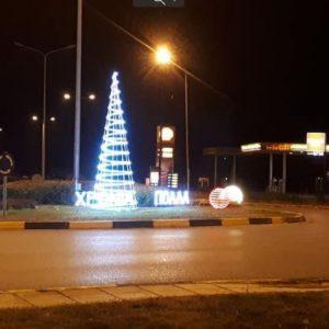 kozan.gr: O Xριστουγεννιάτικος διάκοσμος στην είσοδο της Κοζάνης από την πλευρά του Αργίλου