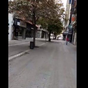 kozan.gr: Κυριακή: Ώρα 11:00 π.μ.: Εικόνες από τον κεντρικό πεζόδρομο της Κοζάνης