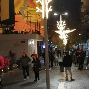 kozan.gr: Φωτογραφία από την κεντρική πλατεία της Κοζάνης, λίγο μετά τις 19:30, βράδυ Σαββάτου