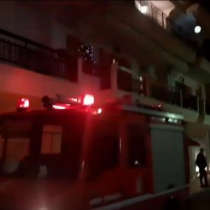 kozan.gr: Πτολεμαΐδα: Κλήση για φωτιά σε σοφίτα τετραώροφης οικοδομής επί της οδού Κυδωνίων (Φωτογραφίες & Βίντεο)