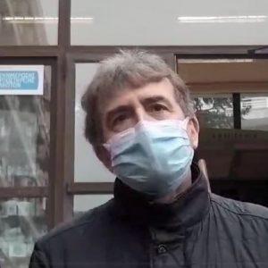 """kozan.gr: Μιχάλης Χρυσοχοϊδης από την Κοζάνη: """"Bρισκόμαστε εδώ σήμερα γιατί ανησυχούμε πάρα πολύ. Γιατί το φαινόμενο αποκτά ενδημικά χαρακτηριστικά. Η πόλη κι η περιοχή βασανίζεται, πάρα πολλούς μήνες, από τον κορωνοϊό. Ο κορωνοϊός επιμένει κι είμαστε εδώ γιατί είμαστε αποφασισμένοι να βάλουμε φρένο στην πανδημία και να ανοίξουμε σταδιακά την κοινωνία την αγορά και να επαναφέρουμε την κανονικότητα στην ζωή μας. Τα μεγέθη δεν είναι καλά, γι' αυτό η προσπάθειά μας από εδώ και πέρα θα είναι η αυστηρή τήρηση των μέτρων. Έχουμε σχέδιο. Θα είμαστε κοντά στους πολίτες της Π.Ε. Κοζάνης"""" (Βίντεο)"""