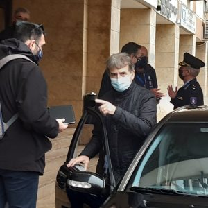"kozan.gr: Αυστηροποιούνται οι αστυνομικοί έλεγχοι – Σαφές μήνυμα, στην κλειστή σύσκεψη, από τον Μ. Χρυσοχοϊδη: ""Καθημερινός έλεγχος από την ΕΛ.ΑΣ., τόσο προληπτικά, όσο και κατασταλτικά – Δύο είναι οι βασικές εστίες κορωνοϊού, τα σπίτια κι οι χώροι δουλειάς"""