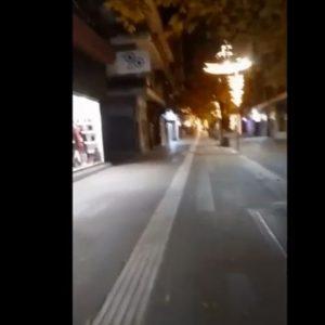 kozan.gr: Ώρα 18:10: Εικόνα από τον κεντρικό πεζόδρομο της Κοζάνης, παραμονή Χριστουγέννων (Βίντεο)